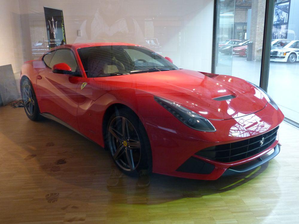 """Ferrari F12 \""""gebraucht\"""" für 299.800 EUR. Ein Schnäppchenpreis"""