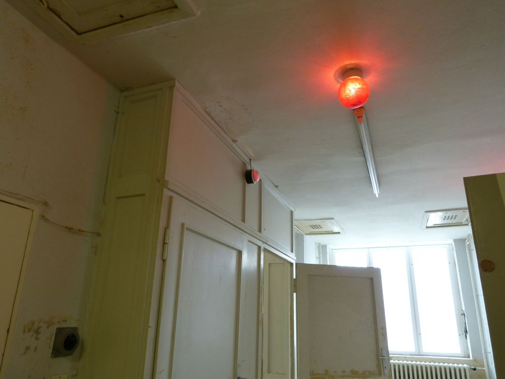 Alarmsystem - Ist die Lampe rot bleiben die anderen drin. Isolation in höchstem Maße