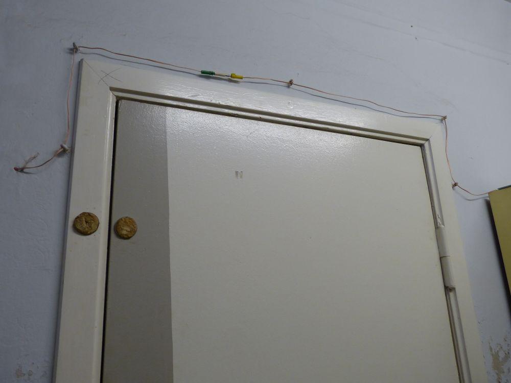 Sicherungssystem - Die Schließer sind unbewaffnet, können aber an dem Kabel ziehen