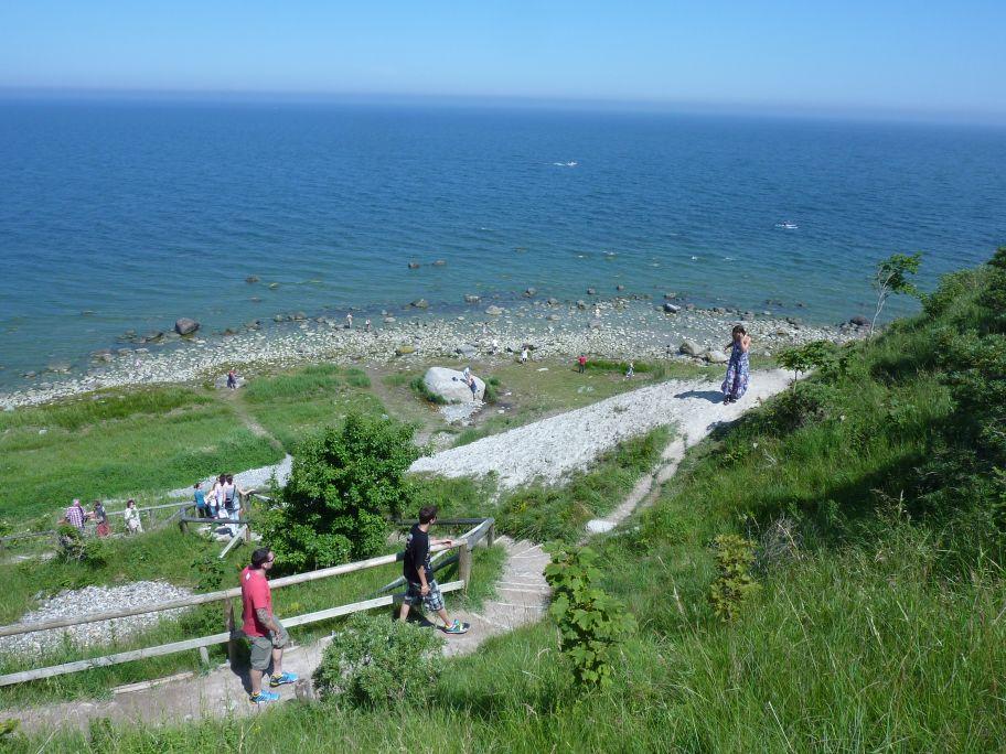 Der Abstieg bei Gellort (Der große Stein unten ist der Siebenschneiderstein)