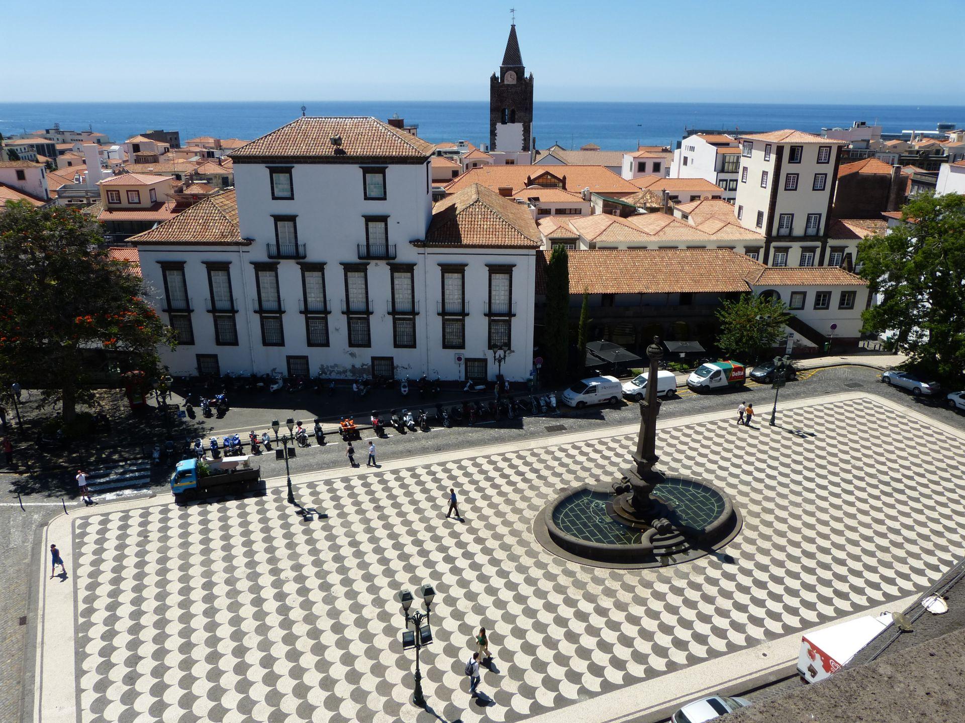 Praça do Município vom Balkon der Igreja do Colégio
