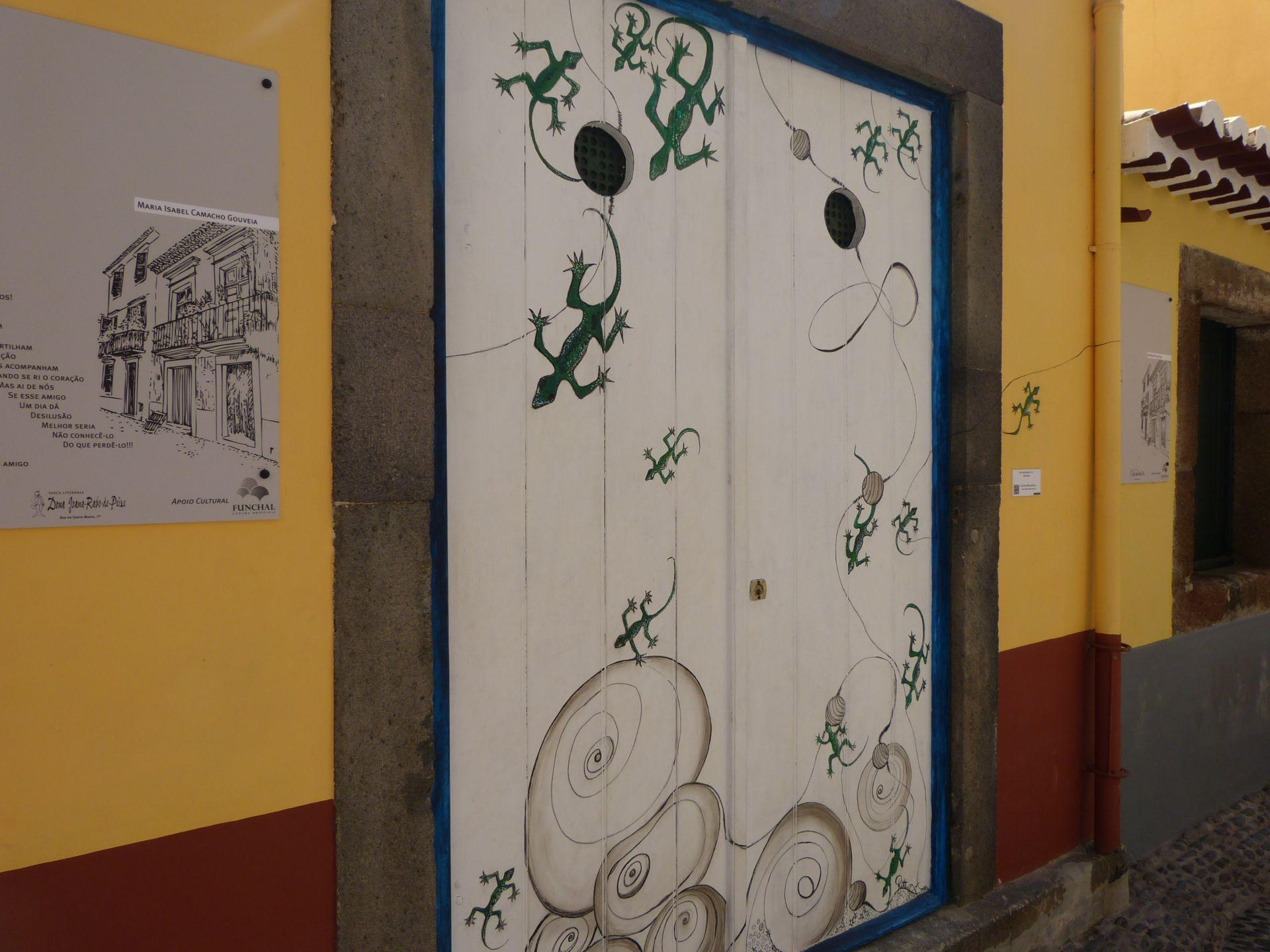 Türen in der Rua de Santa Maria