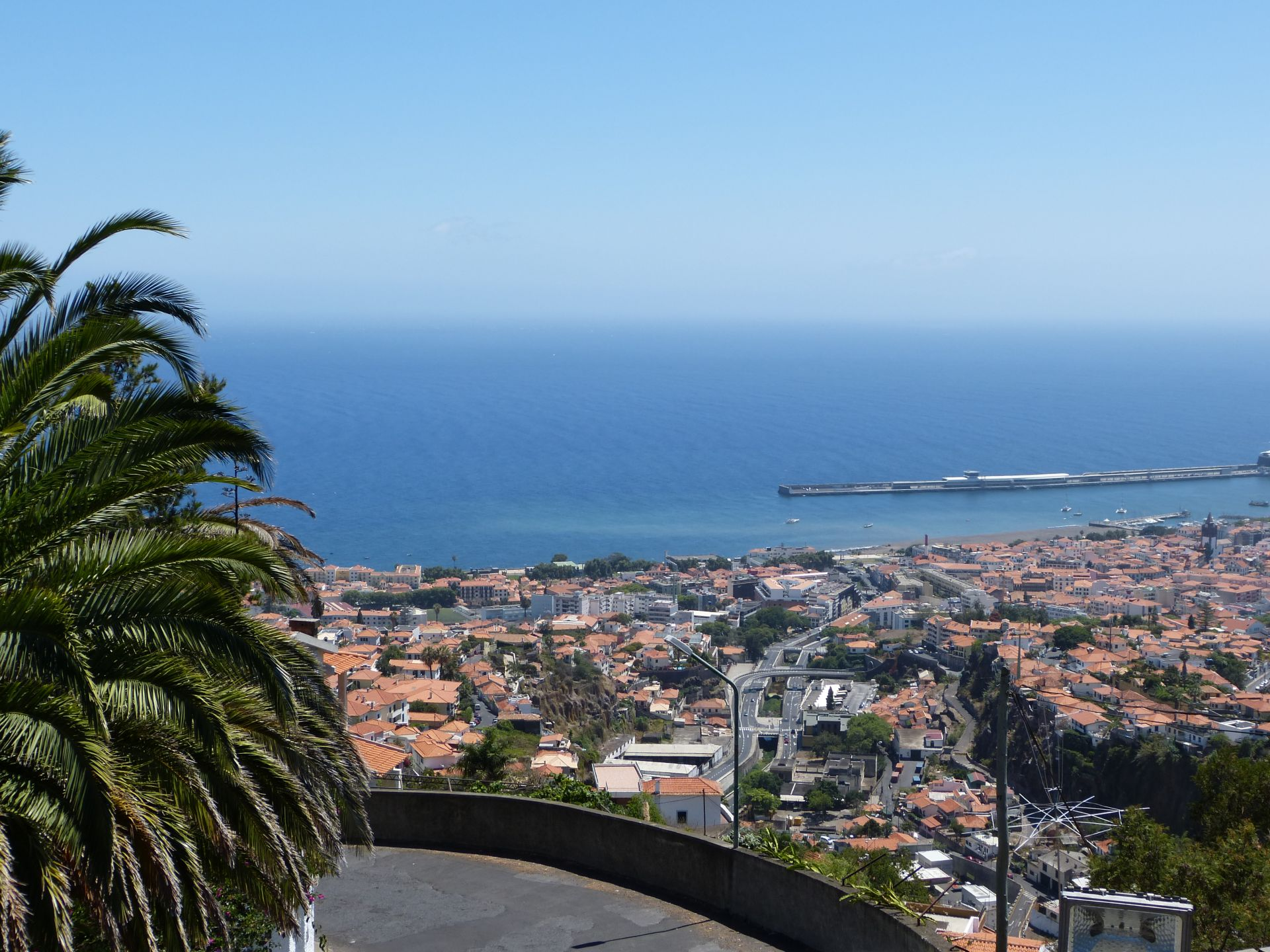 Blick auf Funchal vom Jardim Orquídea