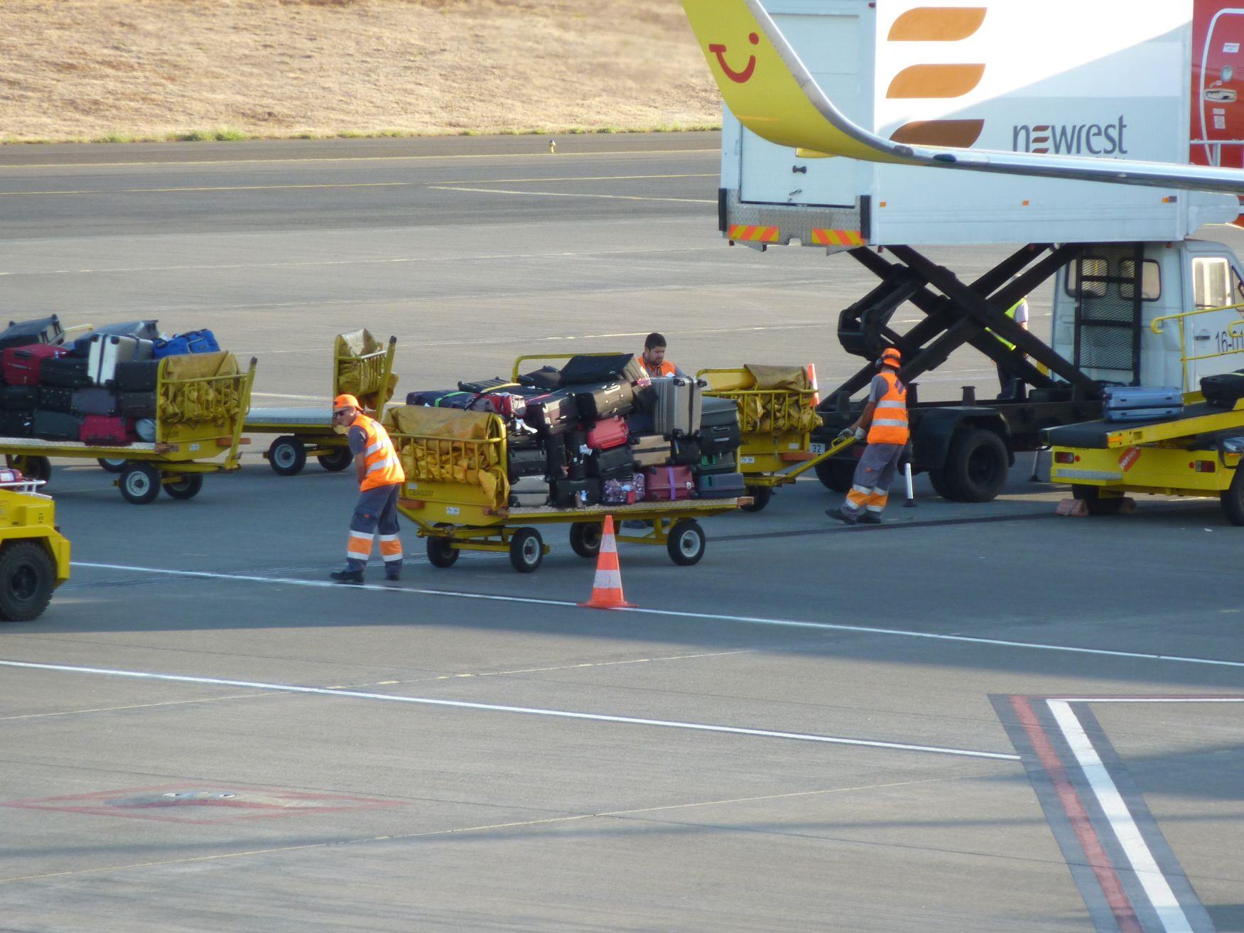 Unser Gepäck auf den Weg in den Flieger