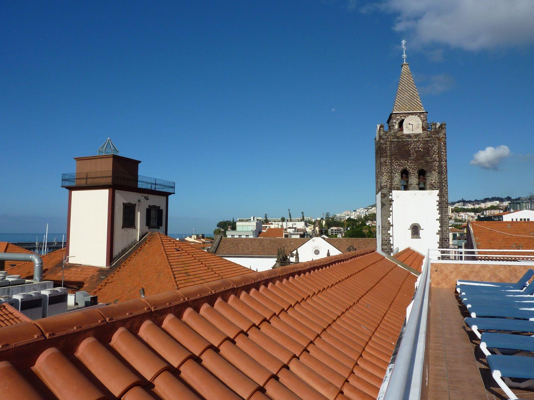 Blick auf die Sé Kathedrale von der Hotelterrasse