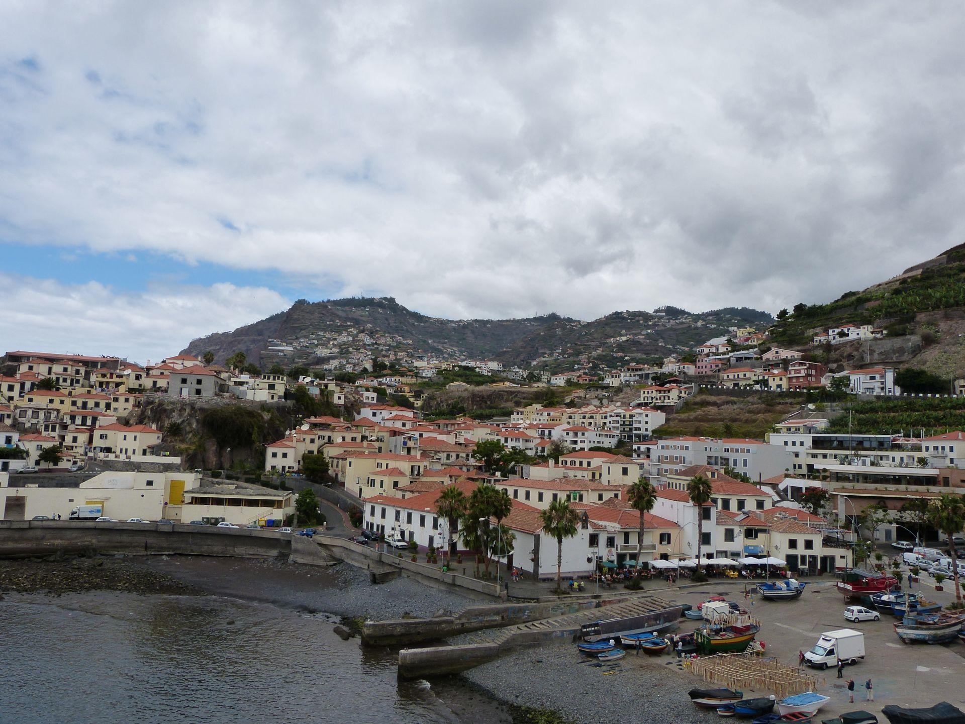 Östlicher Blick auf den Hafen von Câmara de Lobos