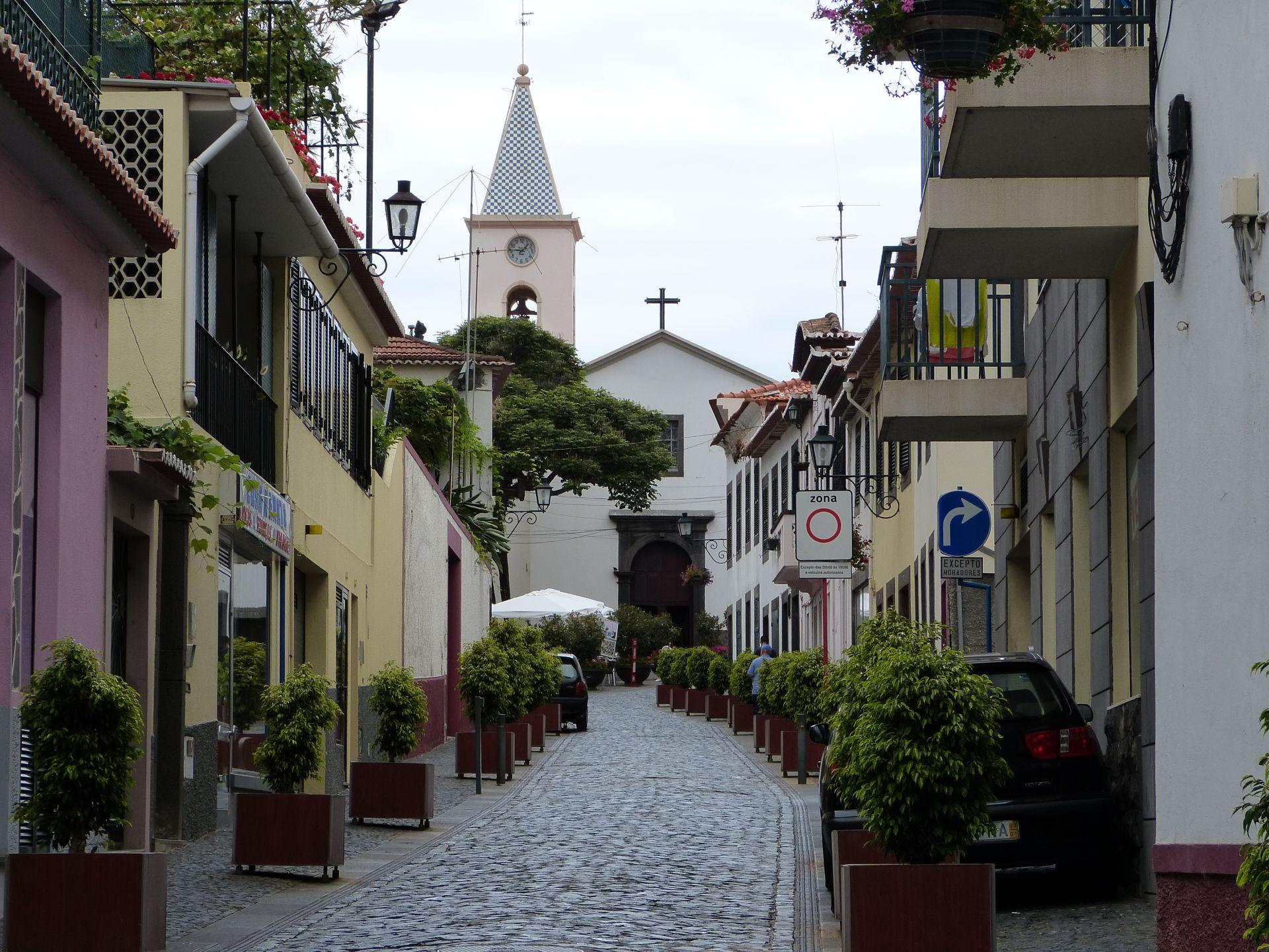 Blick auf die Kirche Sao Sebastiao im Zentrum