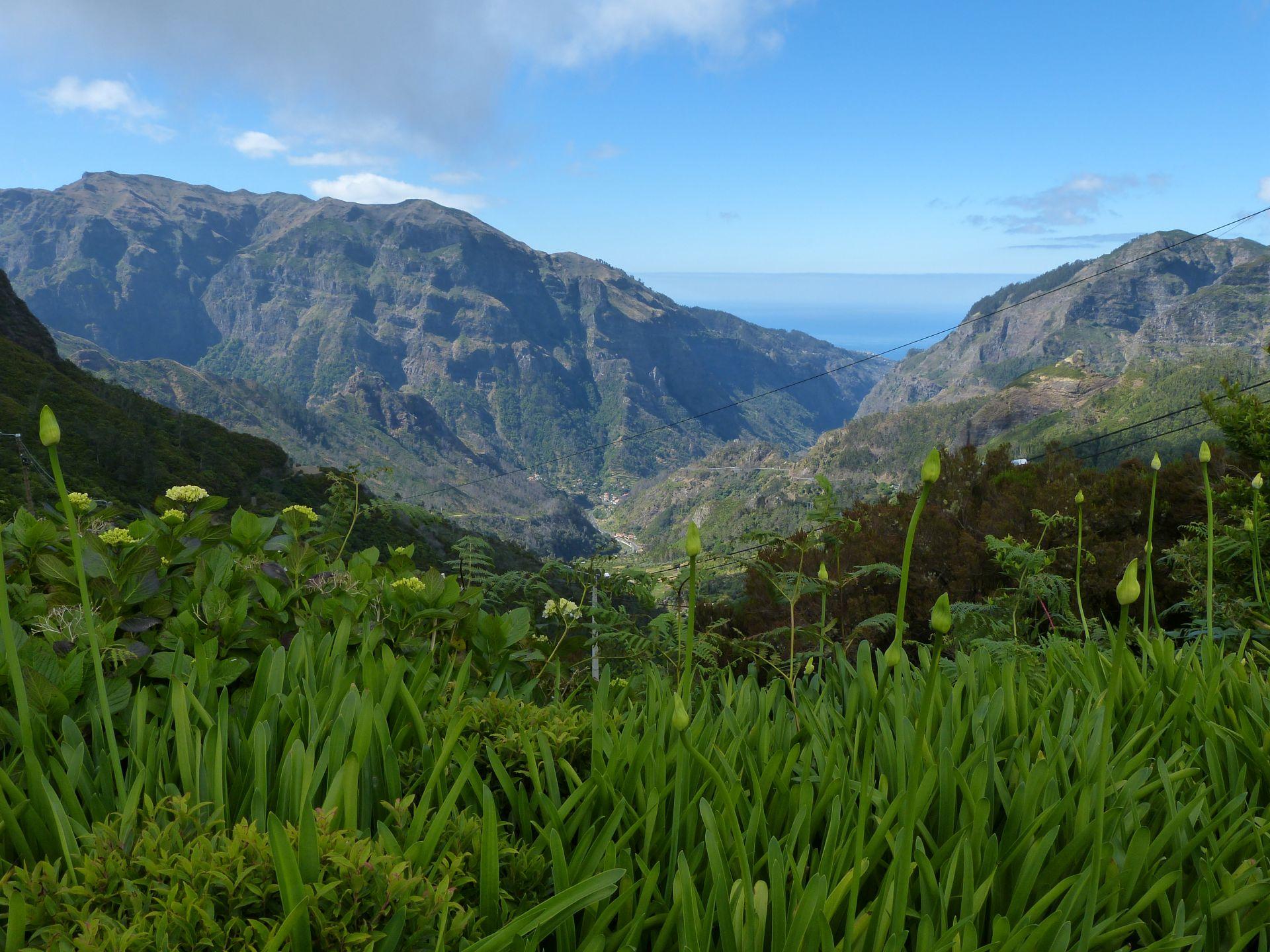 Blick von der Aussichtsterrasse am Encumeada Pass
