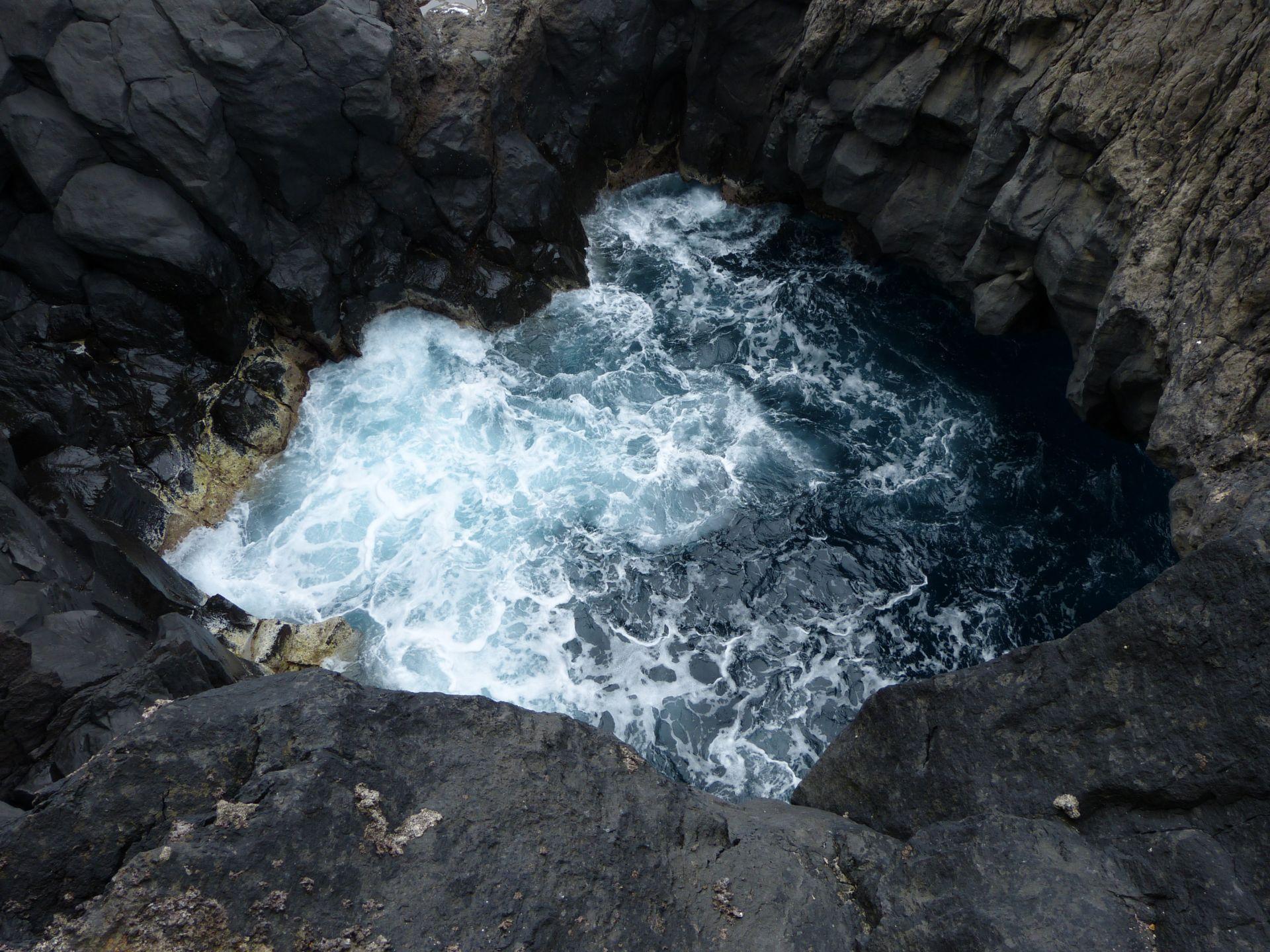 Der kurze Blick aus der Vulkanhöhle