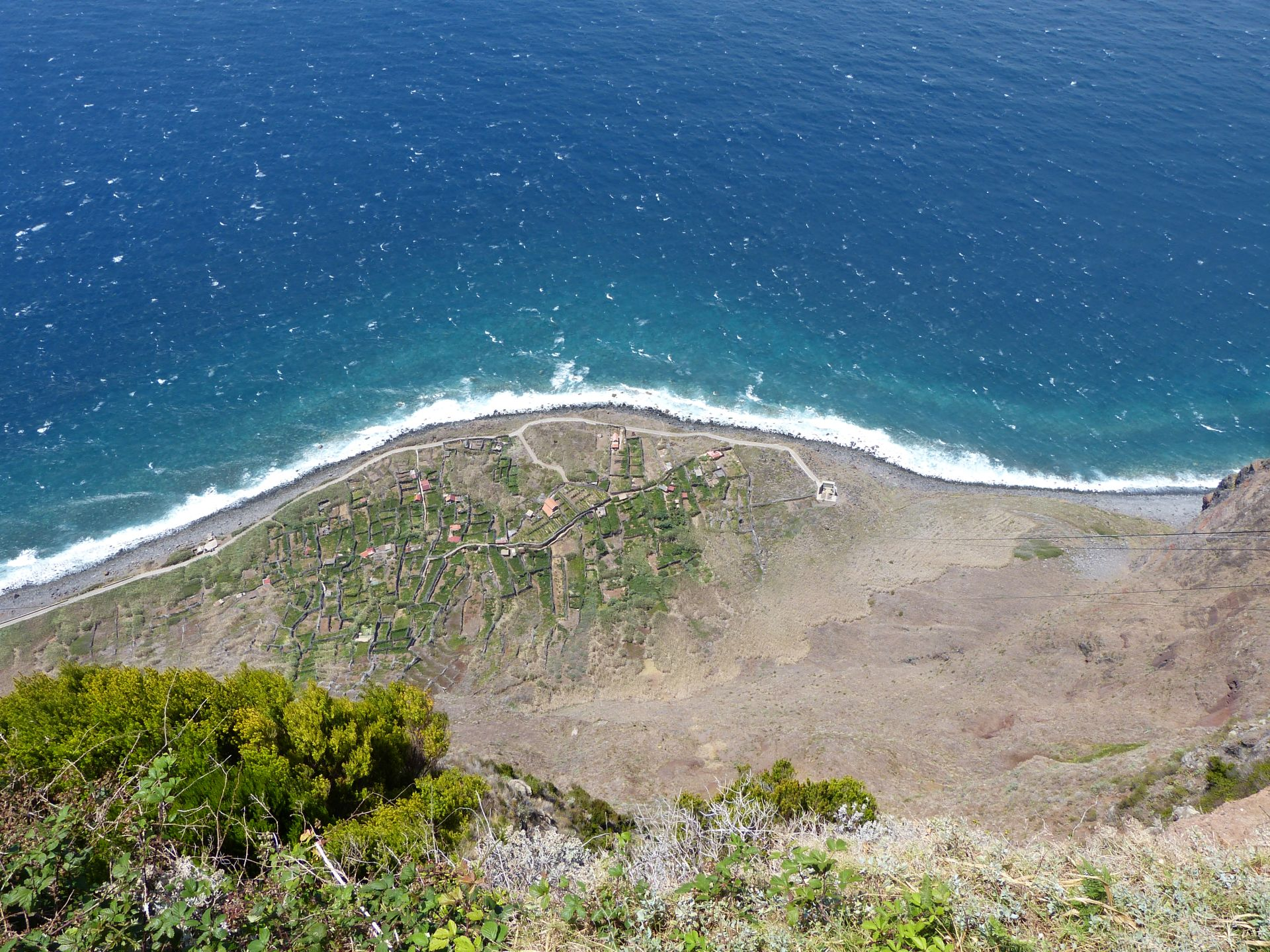 Blick von der Klippe bei Achadas da Cruz