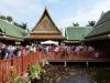 Überfülltes thailändisches Dorf