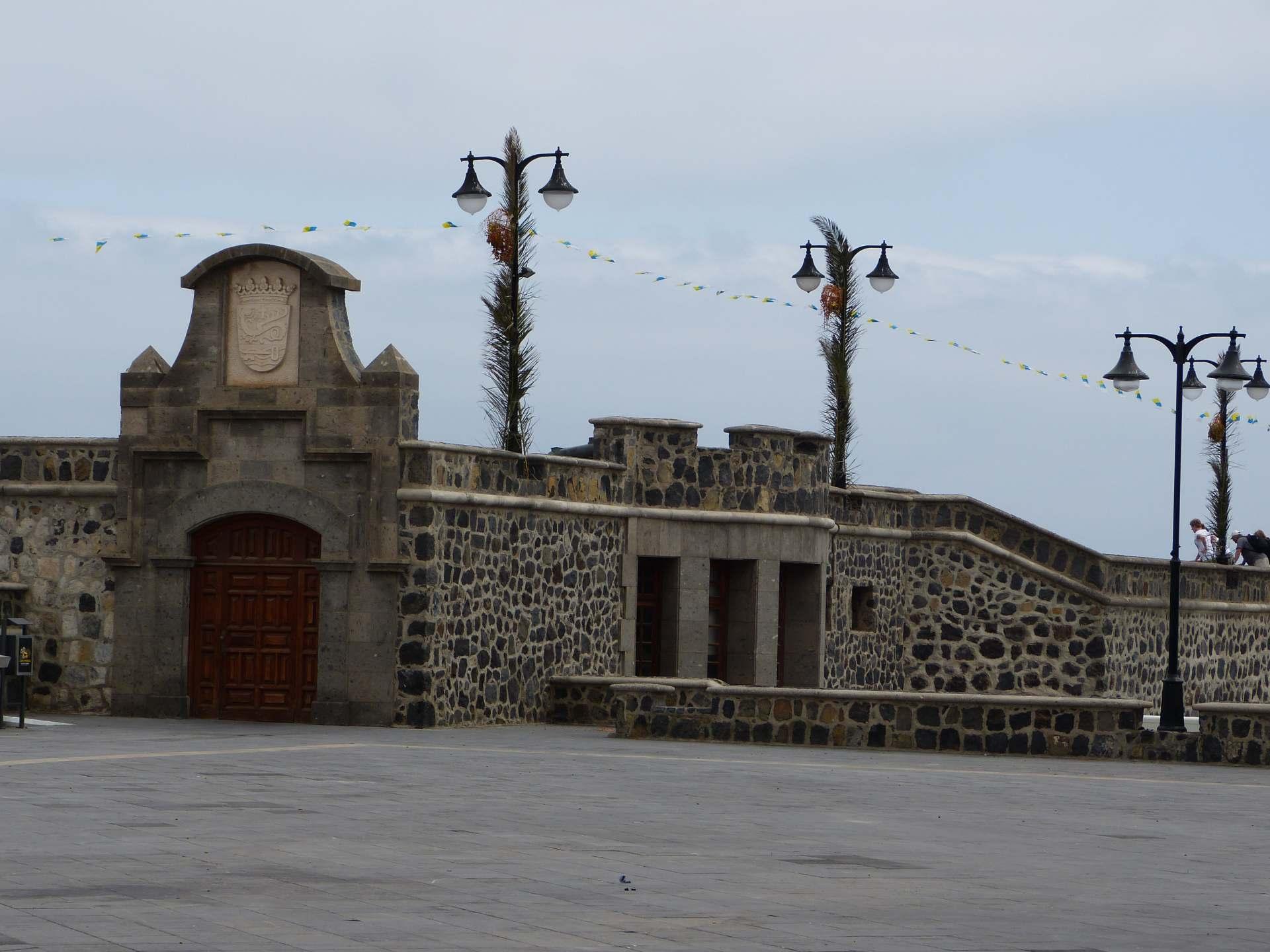 Ein Teil der Befestigungsmauer am Plaza Europa