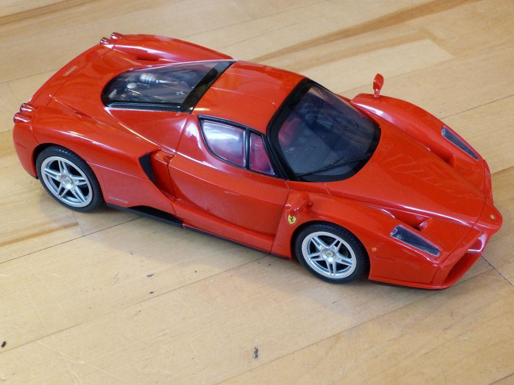 Silverlit Ferrari Enzo mit 2-Kanal Bluetooth Steuerung über iPhone, iPad oder iPod